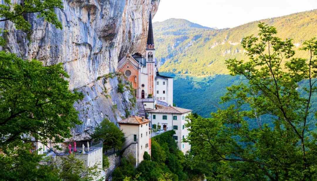 Santuario della Madonna della corona e Lago di Garda