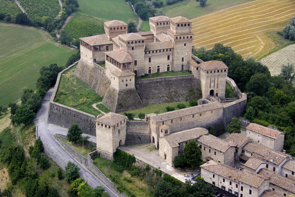 Fascino delle colline Parmensi: Castello di Torrechiara e prosciuttificio